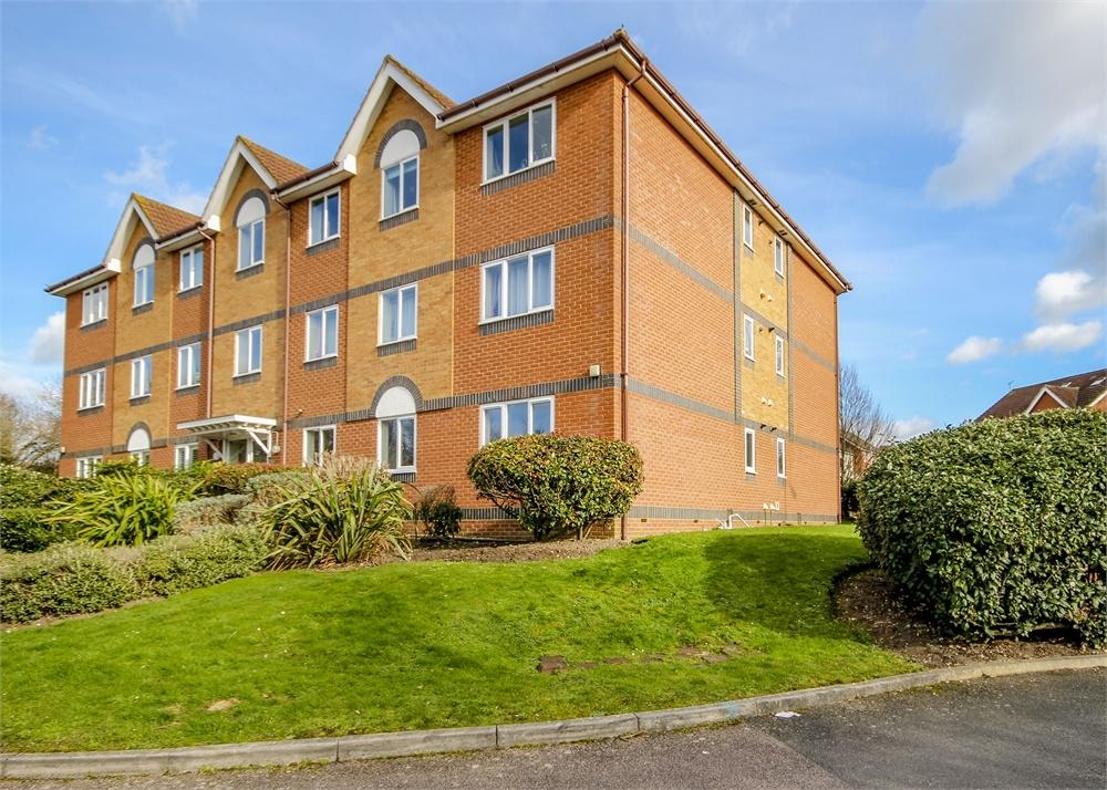 2 Bedrooms Flat for sale in Chancel Mansions, Hebbecastle Down, Warfield, Bracknell, Berkshire