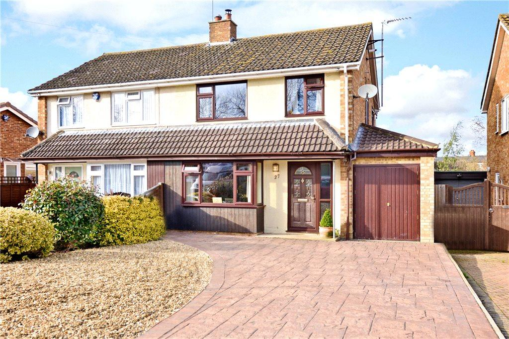 3 Bedrooms Semi Detached House for sale in Walnut Close, Newport Pagnell, Buckinghamshire