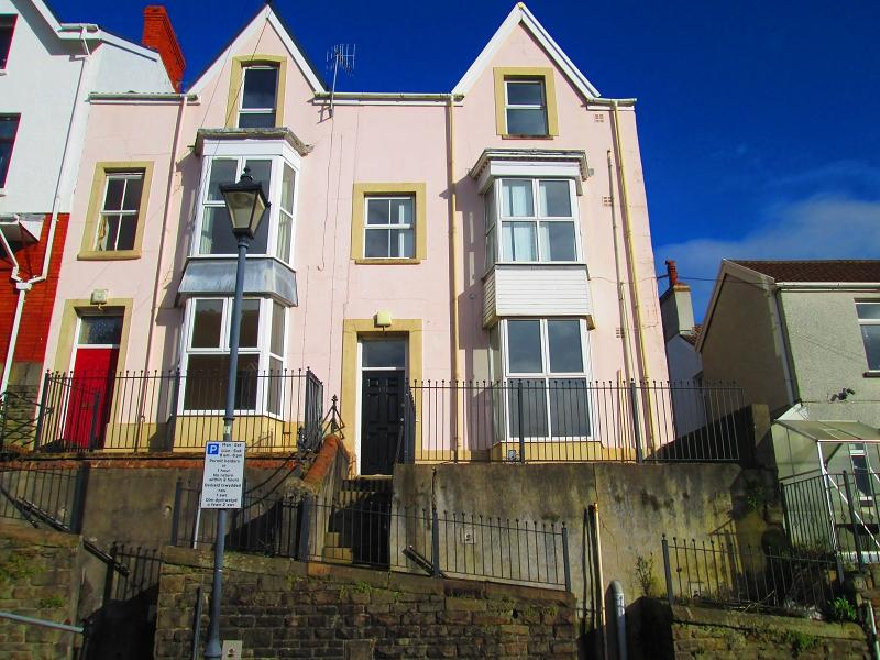 3 Bedrooms End Of Terrace House for sale in Constitution Hill, Swansea, City And County of Swansea.