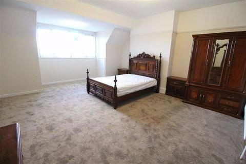 1 bedroom flat share to rent - Beresford Rd (On suite Rooms), Longsight , Manchester M13