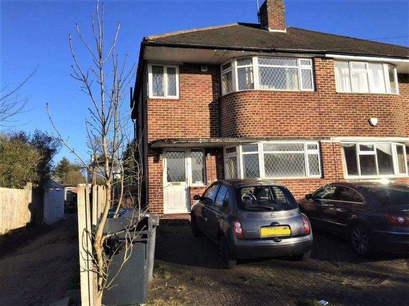 3 Bedrooms Semi Detached House for sale in Marlborough Avenue, Edgware, Middlesex, HA8 8UT