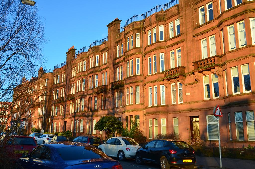 2 Bedrooms Flat for sale in Crow Road, Flat 3/2, Anniesland, Glasgow, G13 1LX