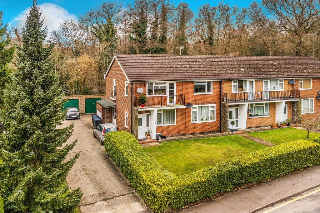 2 Bedrooms Maisonette Flat for sale in Haslemere, Surrey