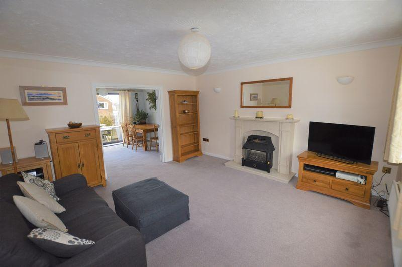 4 Bedrooms Detached House for sale in Old Road, Rochdale
