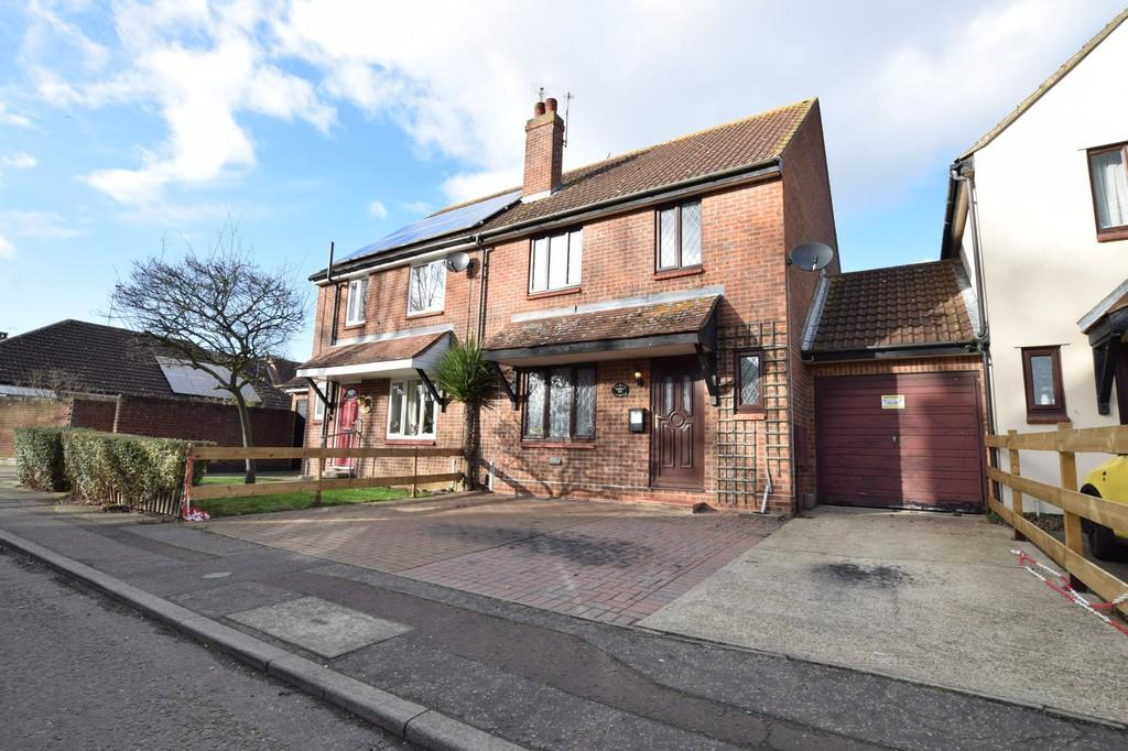 3 Bedrooms Semi Detached House for sale in Tony Webb Close, Highwoods, CO4 9RG