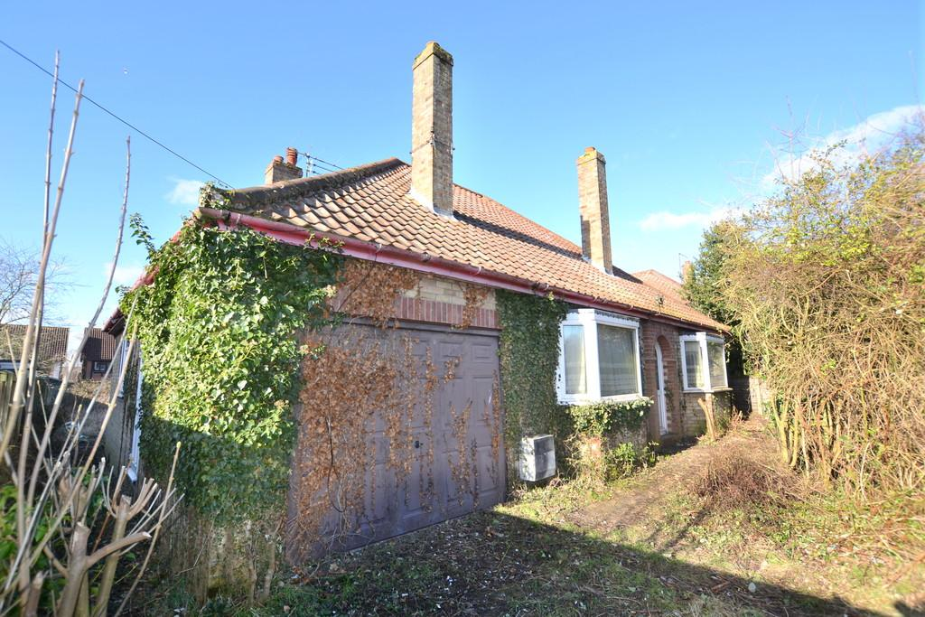 3 Bedrooms Detached Bungalow for sale in Croft Lane, Diss, Norfolk - BY AUCTION