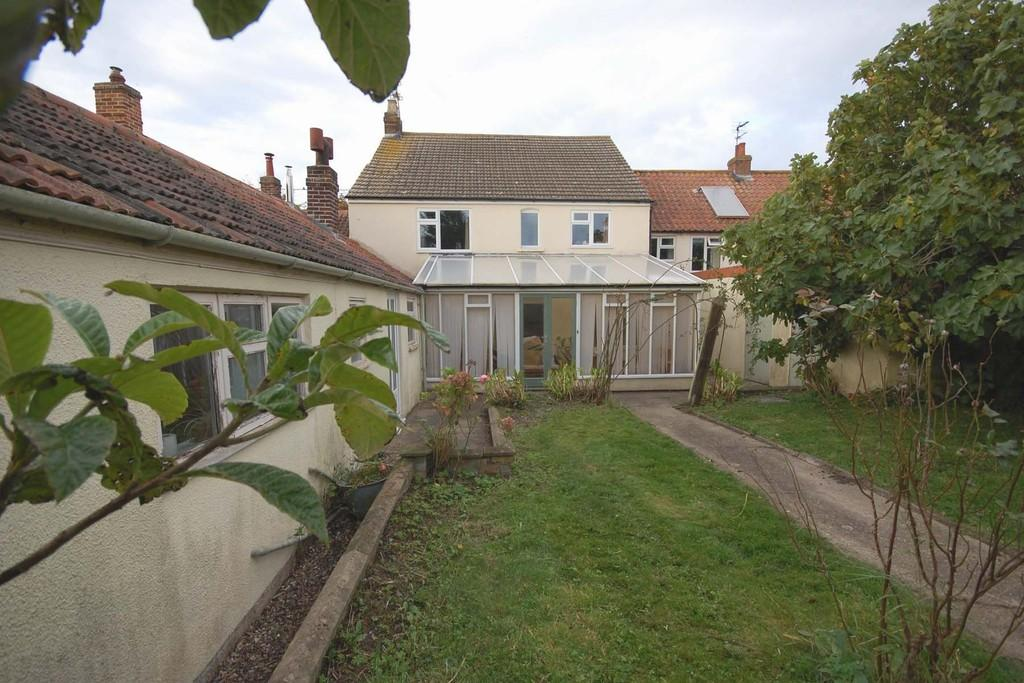 4 Bedrooms Terraced House for sale in The Street, Baconsthorpe