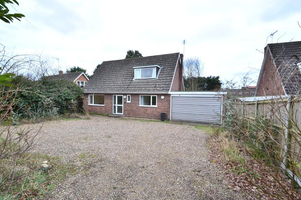 3 Bedrooms Chalet House for sale in Langley Road, Chedgrave