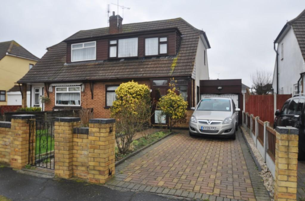 2 Bedrooms Semi Detached House for sale in Stevens Close, Canvey Island