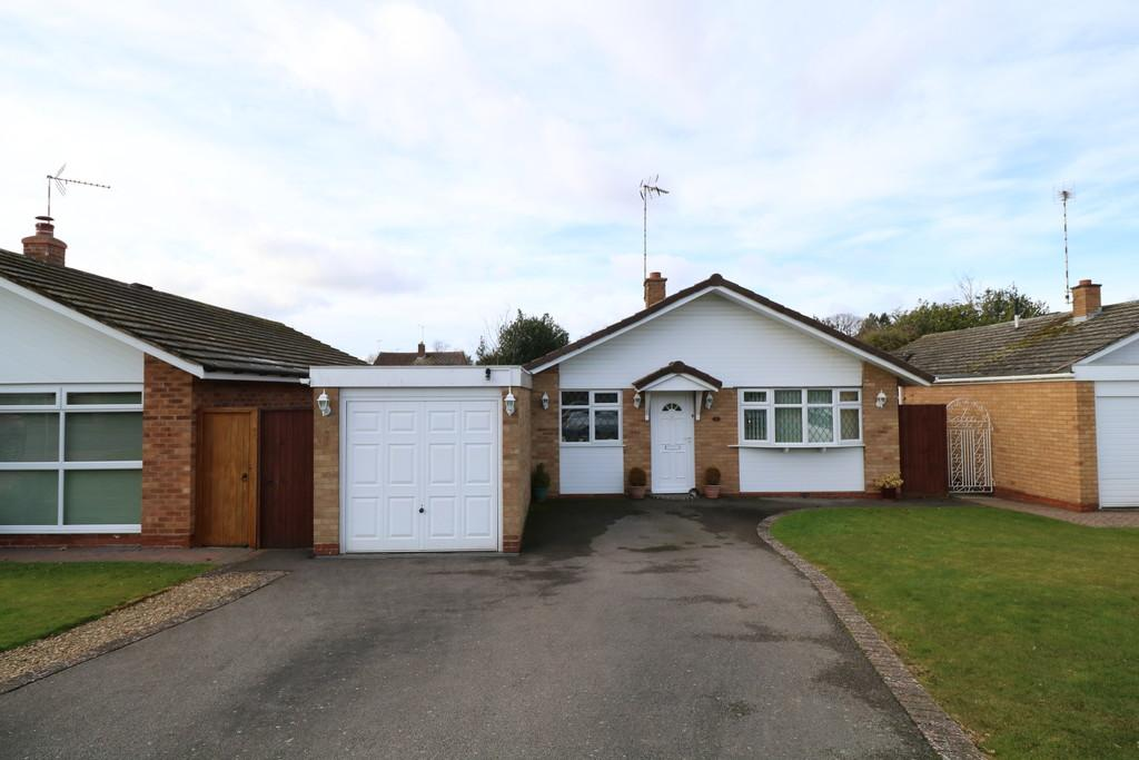 2 Bedrooms Detached Bungalow for sale in Fernhill Close, Kenilworth