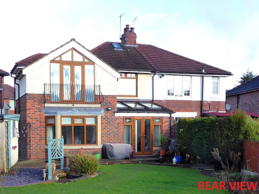 4 Bedrooms Semi Detached House for sale in Troydale Grove, Pudsey
