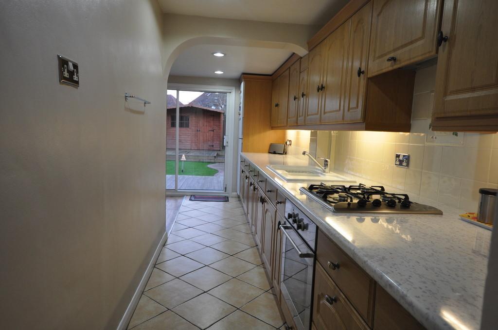 2 Bedrooms Terraced House for sale in Goring Gardens, Dagenham