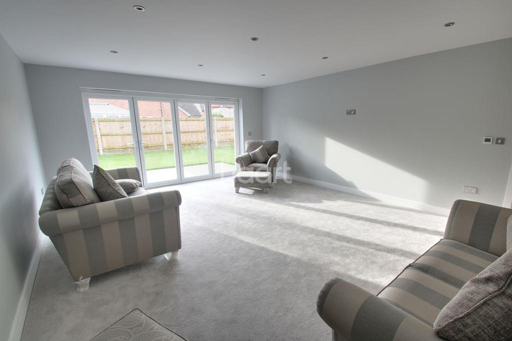 4 Bedrooms Detached House for sale in Field Close, Beyton