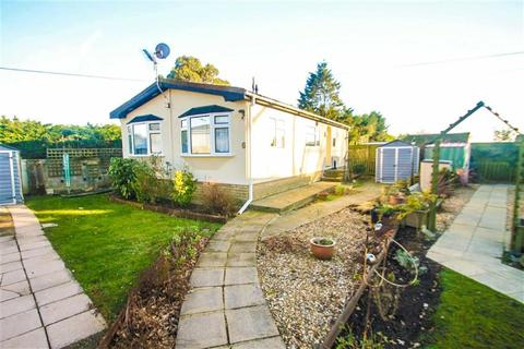 2 bedroom mobile home for sale - The Spinney, Clacton-on-Sea