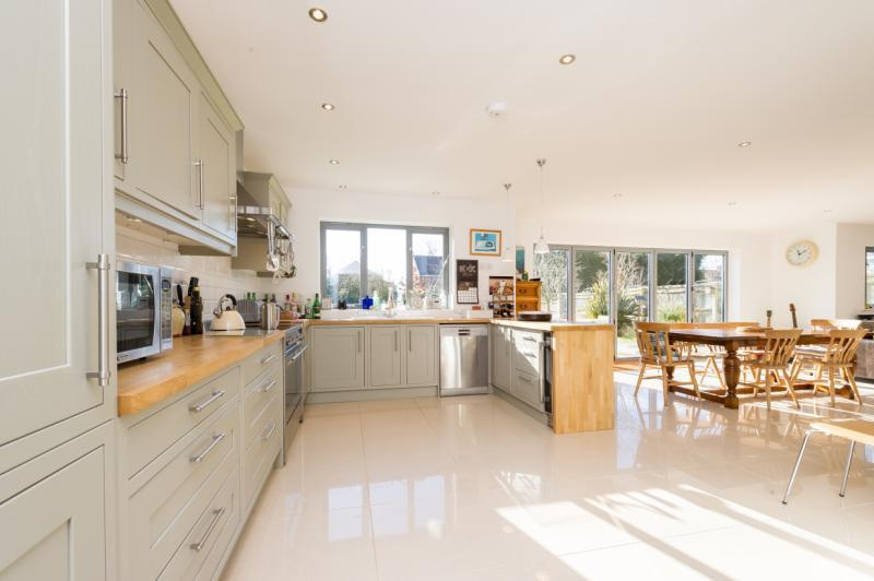 6 Bedrooms Detached House for sale in Willow House, Lamborough Hill, Wootton, Abingdon