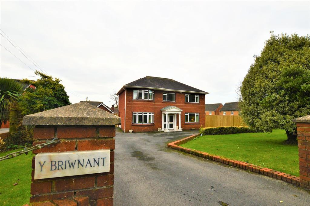 3 Bedrooms Detached House for sale in Gwscwm Road, Burry Port
