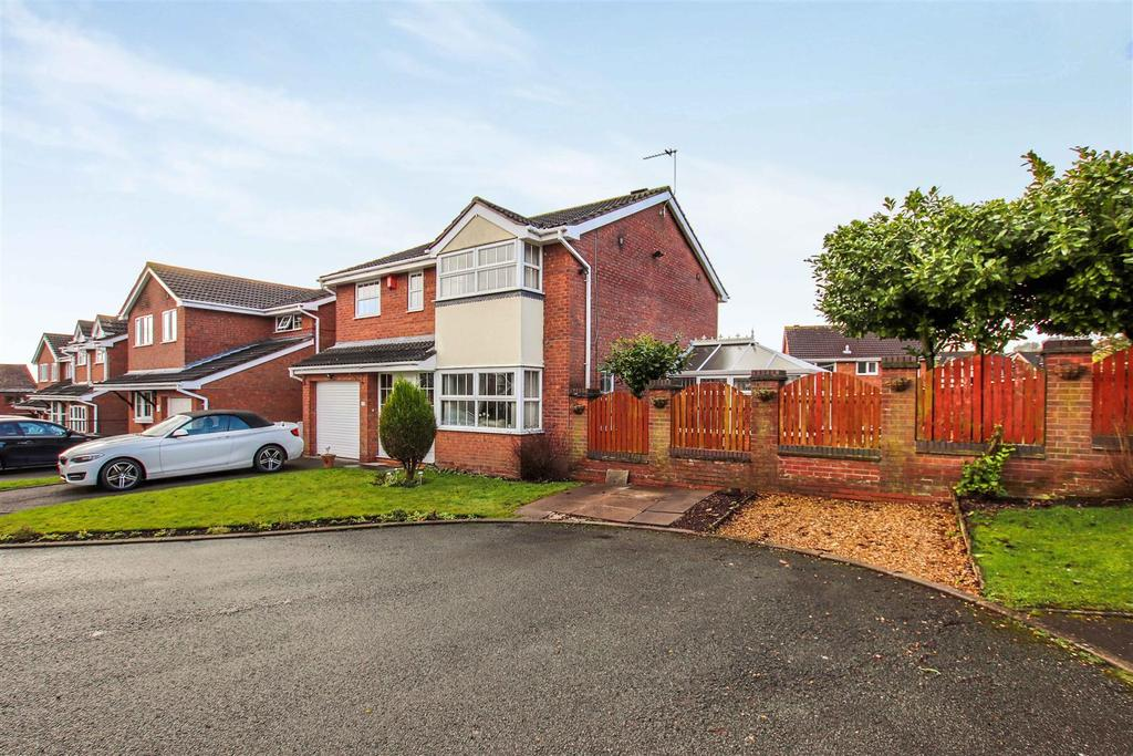 4 Bedrooms Detached House for sale in Longclough Road, Waterhayes. Newcastle, Staffs