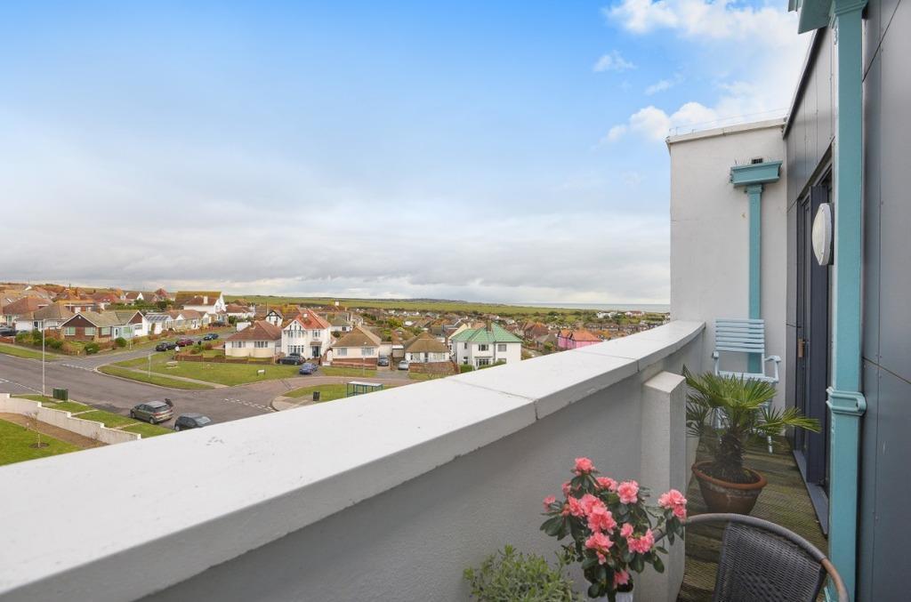 1 Bedroom Flat for sale in Longridge Avenue Saltdean East Sussex BN2