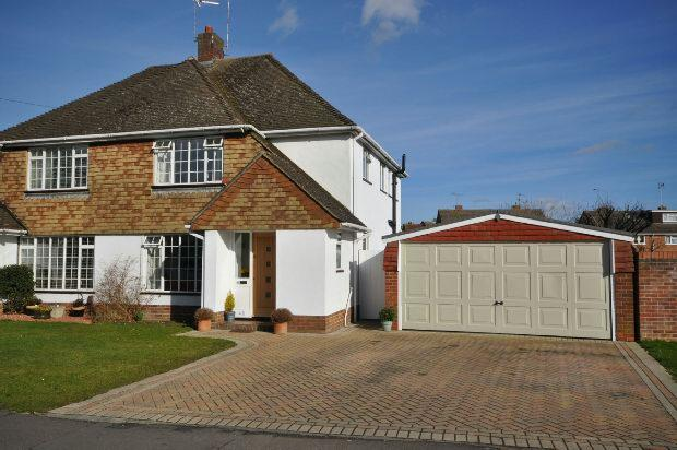 3 Bedrooms Semi Detached House for sale in Haddon Drive, Woodley, Reading,
