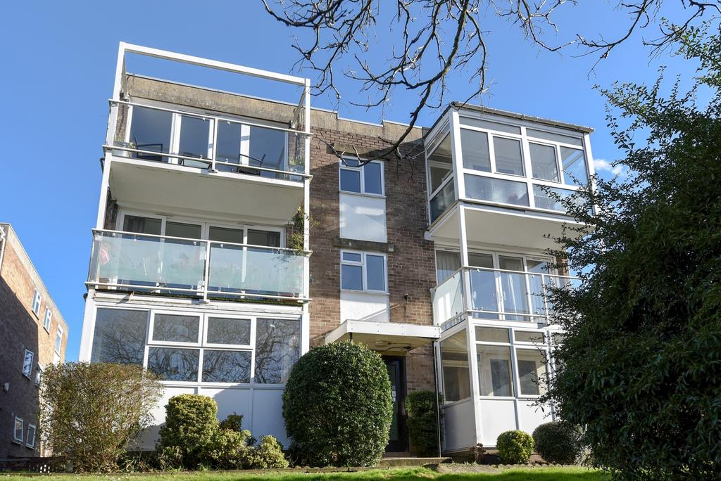 2 Bedrooms Flat for sale in Averil Grove London SW16