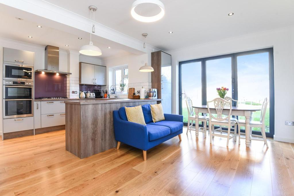 2 Bedrooms Semi Detached House for sale in Marden Avenue, Hayes