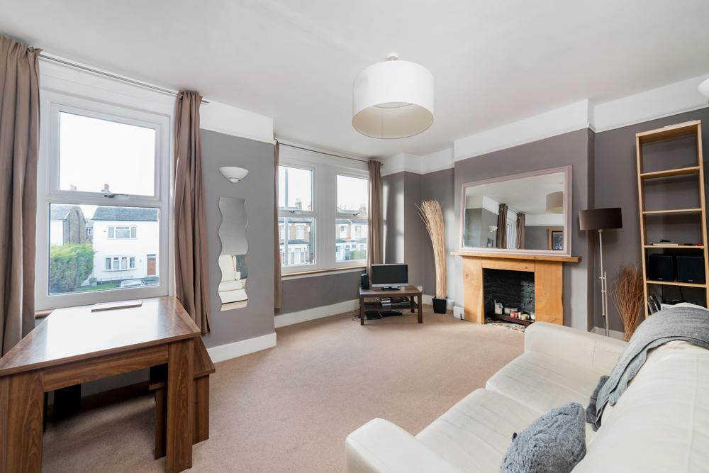 3 Bedrooms Flat for sale in Merton Road, Southfields, SW18