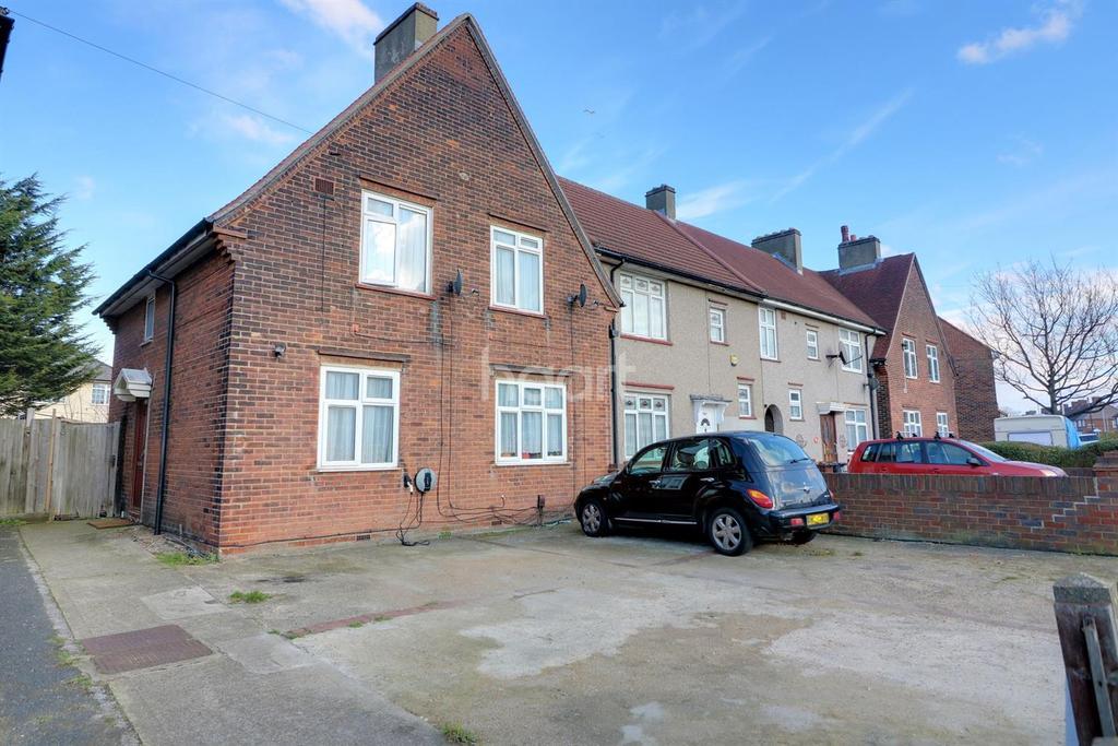 3 Bedrooms Semi Detached House for sale in Longbridge Road, Dagenham