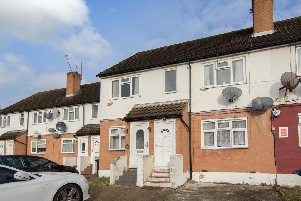 2 Bedrooms Flat for sale in Quantock Court, Greenford Road, Greenford