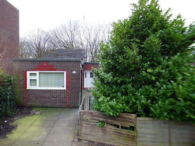 4 Bedrooms Bungalow for sale in Handforth Lane, Halton Lodge, Runcorn