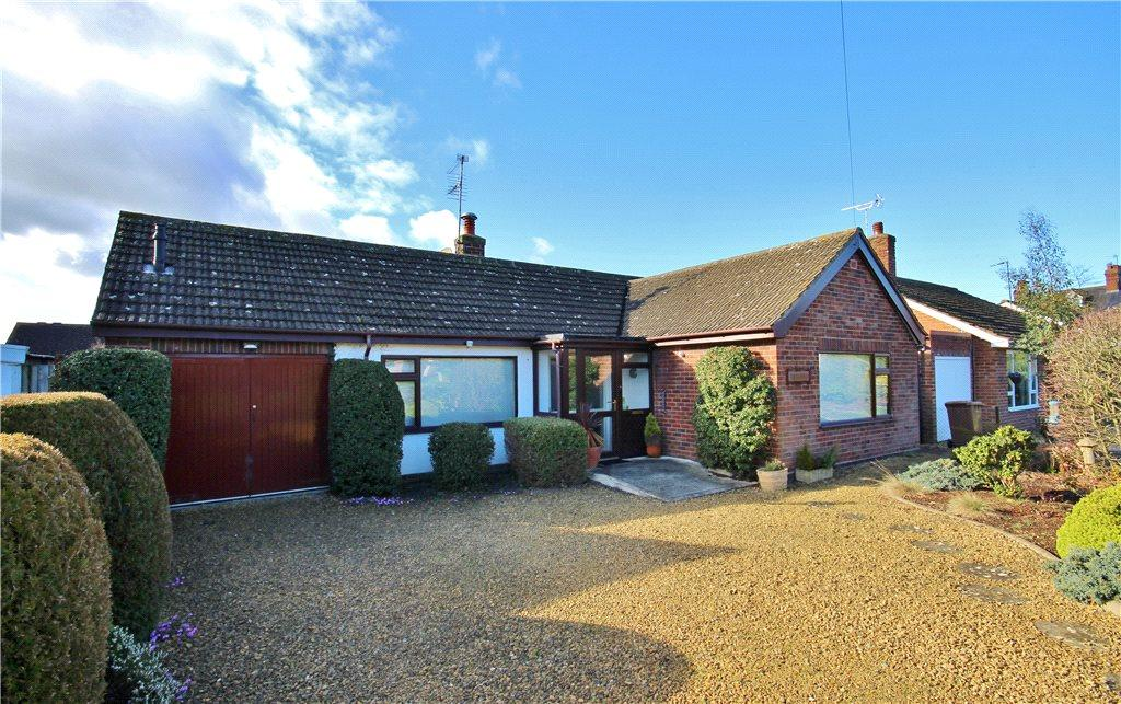 2 Bedrooms Detached Bungalow for sale in Tewkesbury Road, Eckington, Pershore, Worcestershire, WR10