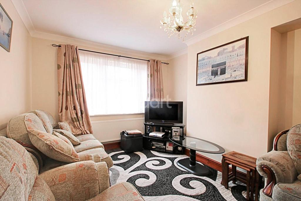 2 Bedrooms Flat for sale in Tollgate Road