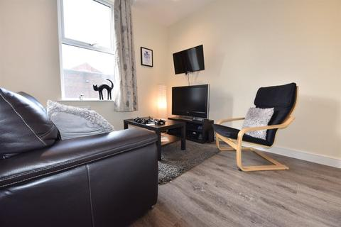 1 bedroom house share to rent - 22a Otley Road, Flat 2