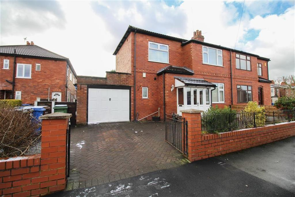 2 Bedrooms Semi Detached House for sale in Barlow Fold Road, Reddish, Stockport