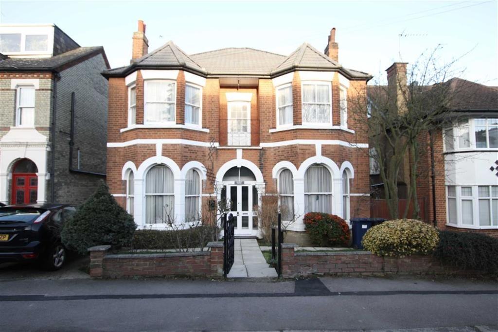 4 Bedrooms Detached House for sale in Warwick Road, New Barnet, Herts, EN5