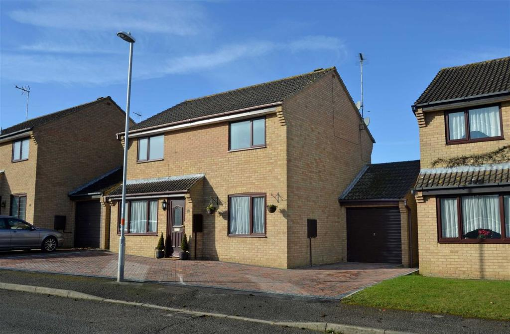 4 Bedrooms Detached House for sale in Magpie Road, Towcester