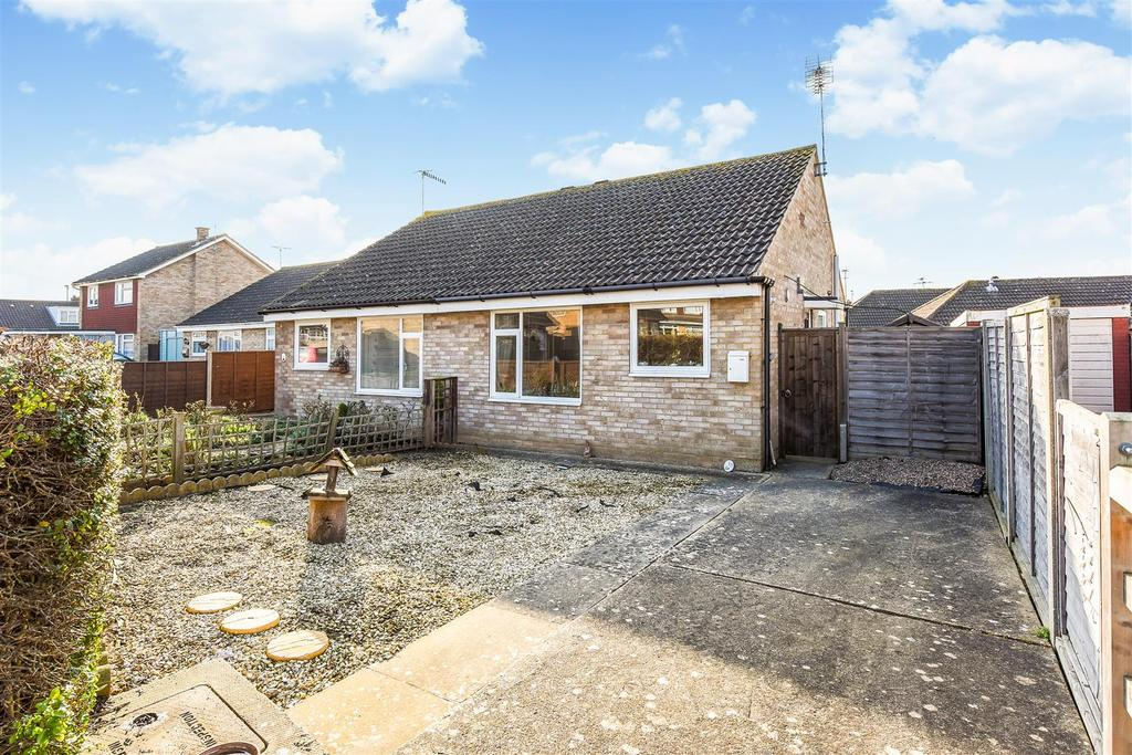2 Bedrooms Semi Detached Bungalow for sale in Bognor Regis