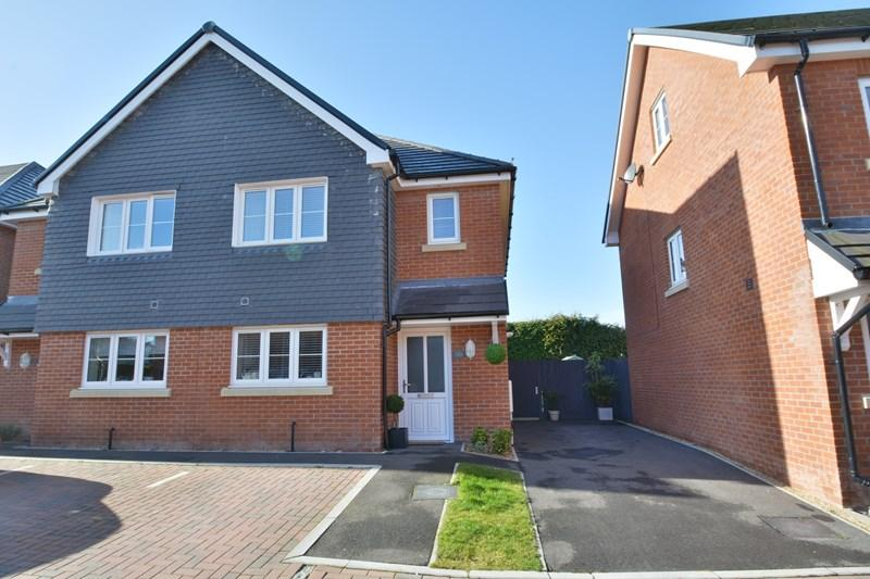 3 Bedrooms Semi Detached House for sale in Steeplechase Rise, Andover