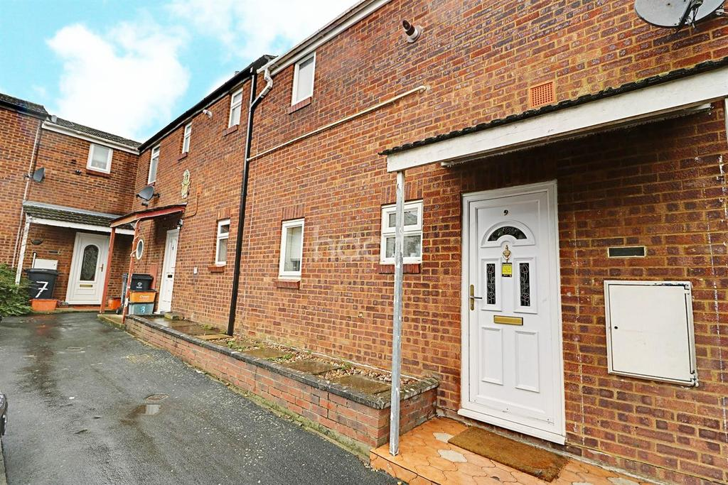 3 Bedrooms End Of Terrace House for sale in Edington Close, Swindon, Wiltshire