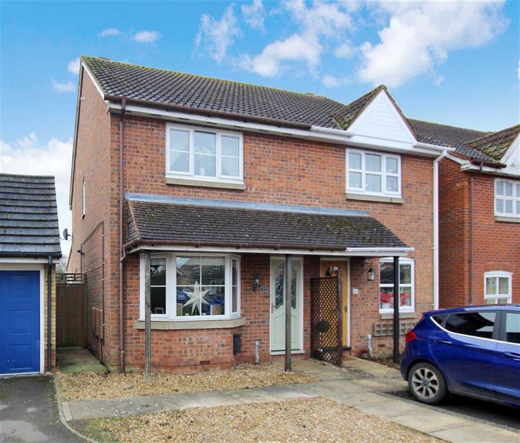 3 Bedrooms Semi Detached House for sale in 28, Sandringham Close, Brackley
