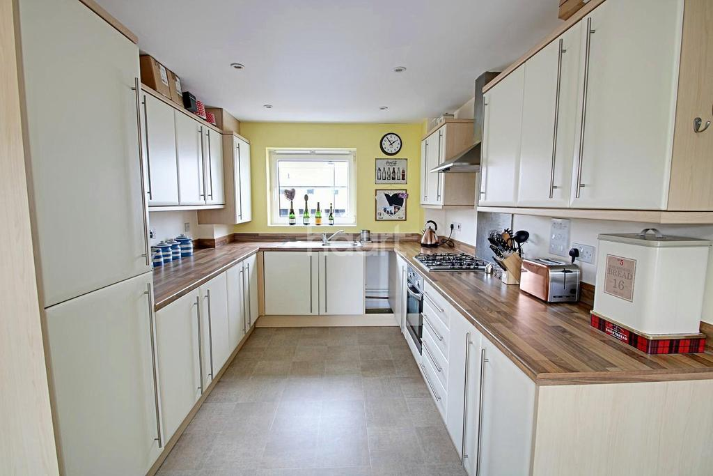 2 Bedrooms Semi Detached House for sale in Bowhill Way, Harlow