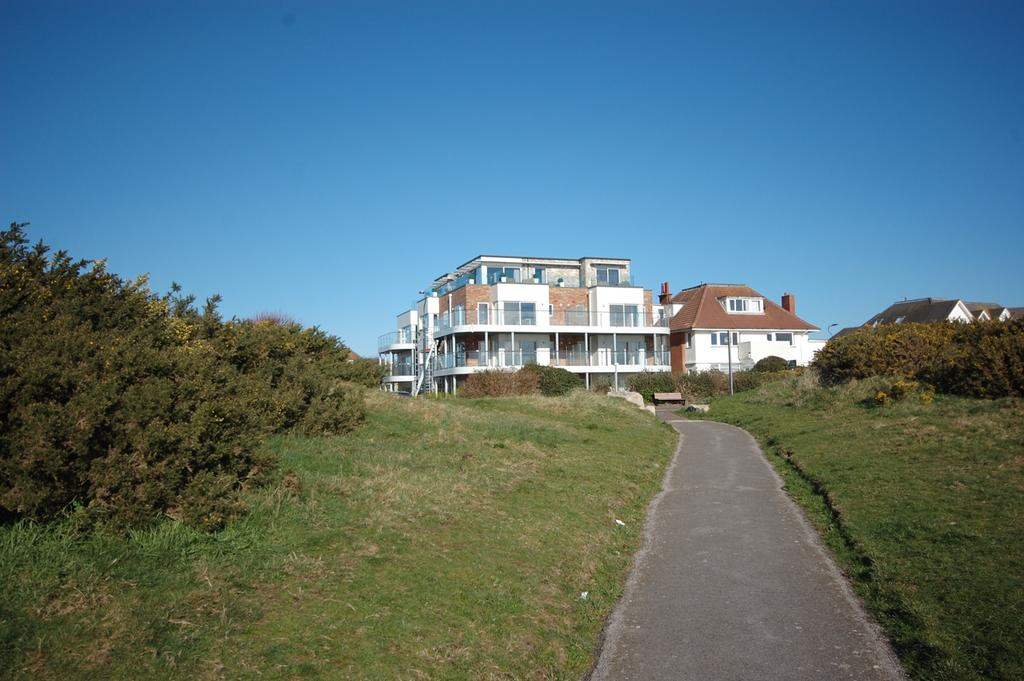 2 Bedrooms Apartment Flat for sale in 21 Boscombe Overcliff Drive, Bournemouth BH5