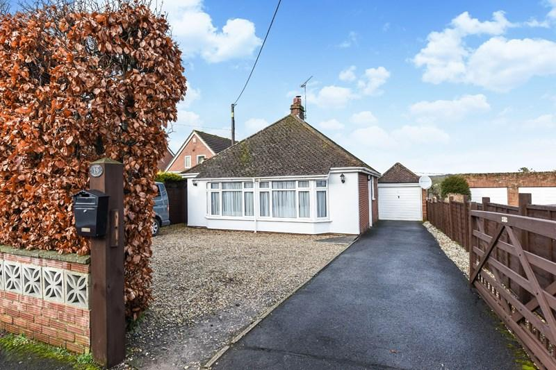 3 Bedrooms Detached Bungalow for sale in Pretoria Road, Ludgershall, Andover