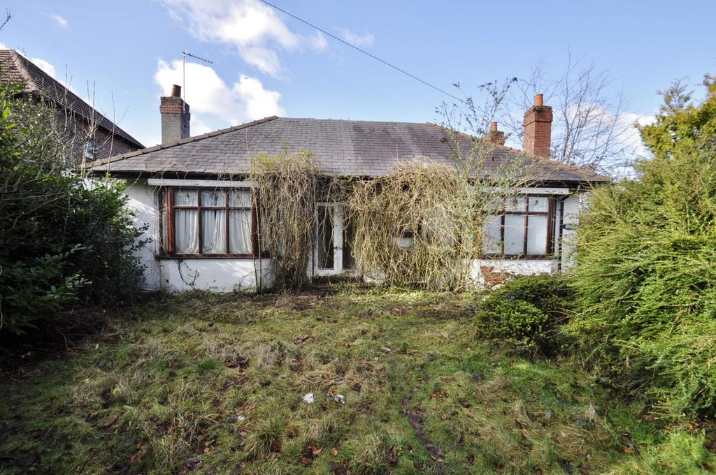5 Bedrooms Detached Bungalow for sale in Chester Road, Hazel Grove