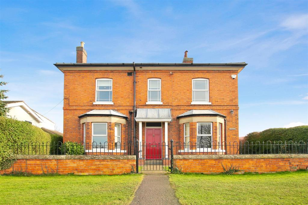4 Bedrooms Detached House for sale in Grantham Road, Navenby, Lincolnshire