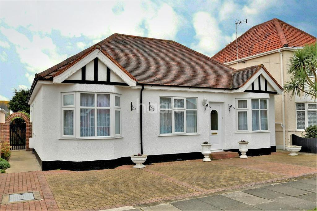 3 Bedrooms Bungalow for sale in Holland-on-Sea