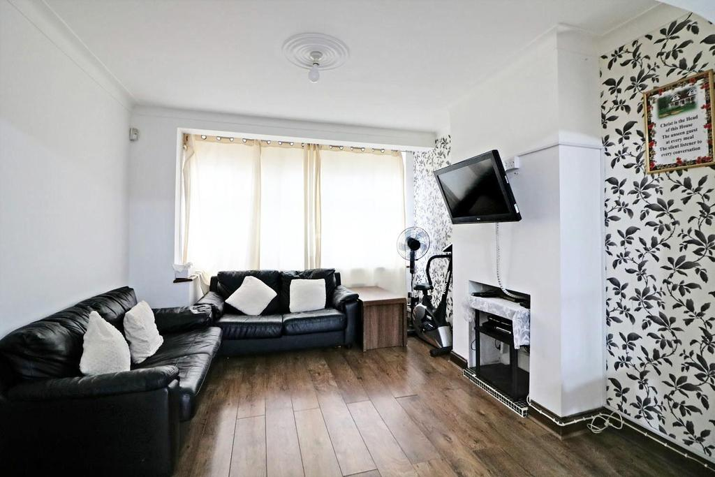 3 Bedrooms End Of Terrace House for sale in Western Avenue, Dagenham