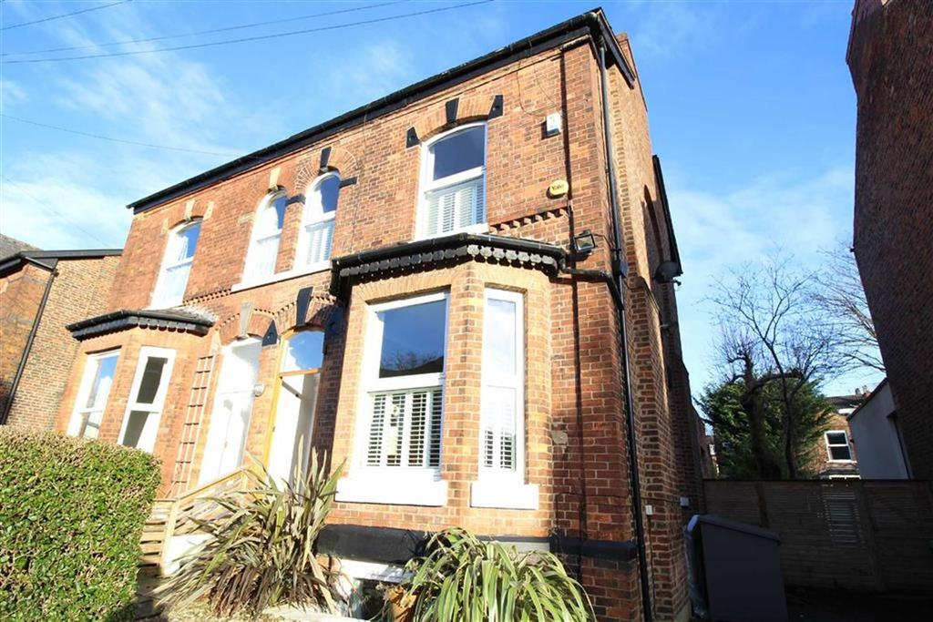 4 Bedrooms Semi Detached House for sale in Whitelow Road, Chorlton Green