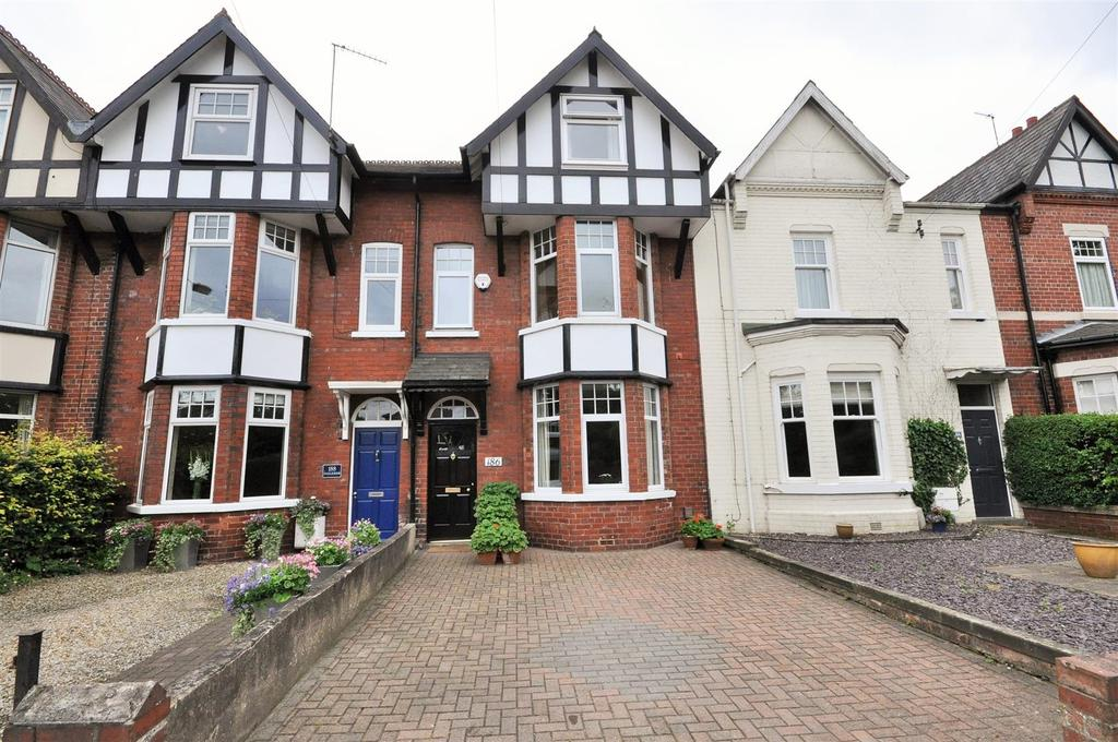 5 Bedrooms Terraced House for sale in Stockton Lane, York, YO31 1EY