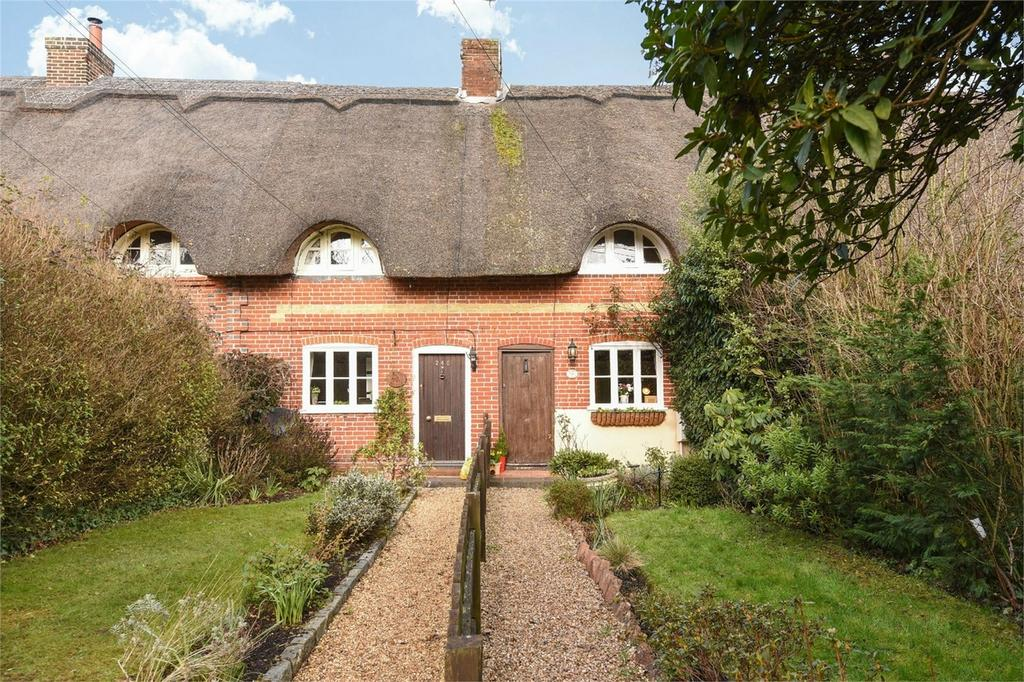 2 Bedrooms Terraced House for sale in Chestnut Avenue, Chandler's Ford, Hampshire