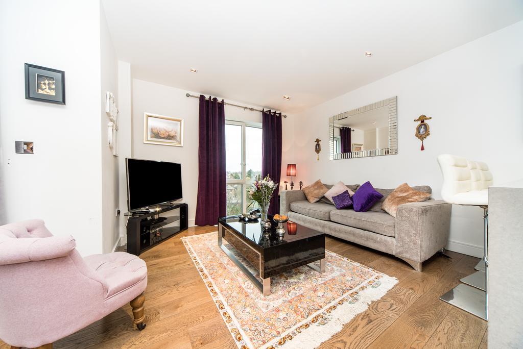 2 Bedrooms Flat for sale in Belgravia House, Longfield Avenue, Ealing